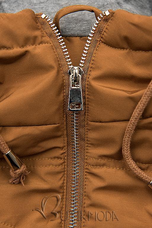 Barna színű hosszított kabát kapucnival