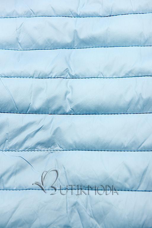 Világoskék színű steppelt dzseki kapucnival