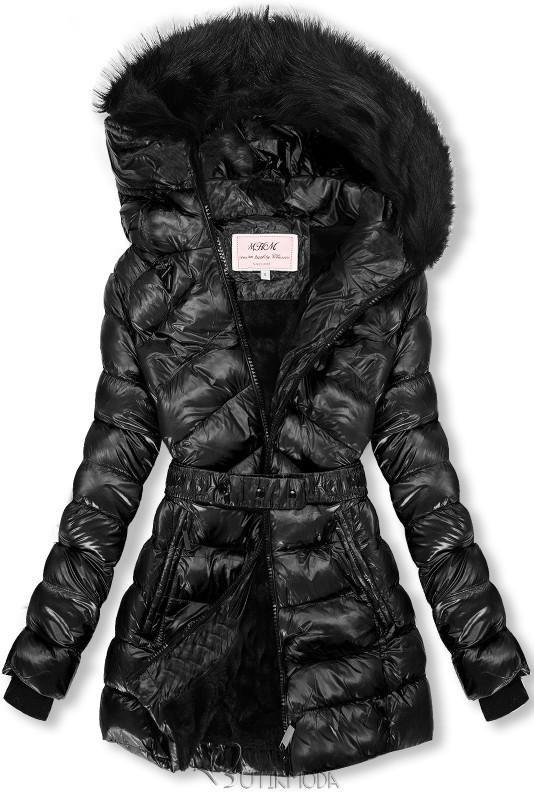 Fekete színű fényes kabát övvel