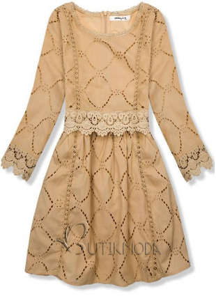 Világosbarna színű ruha csipkével és hímzéssel