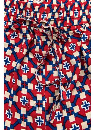 Piros és kék színű sort nyomott mintával