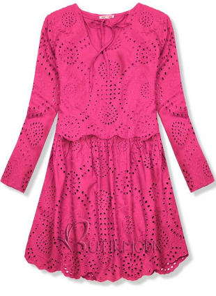 Rózsaszínű ruha lyukacsos anyagból