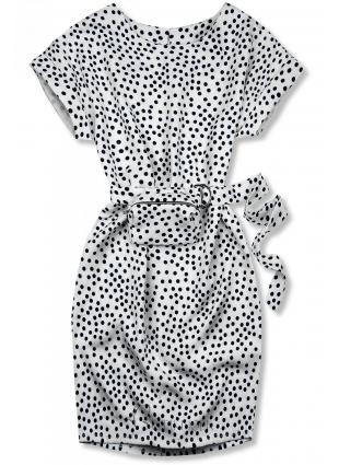 Fehér színű pöttyös ruha, derekán övtáskával